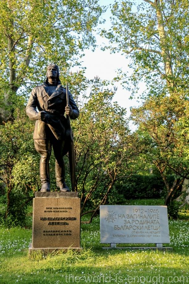Памятник болгарским пилотам, погибшим в 1912-1946 гг.