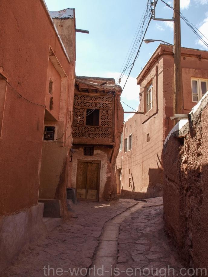 Иран, деревня Абьяни, Abyaneh village street