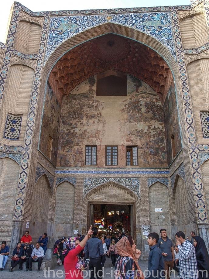 Остатки фрески на портале базара Гейсарие, Исфахан