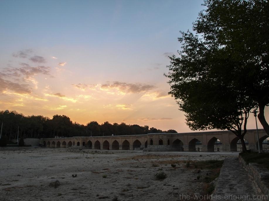 Исфахан, мост Джуи на закате