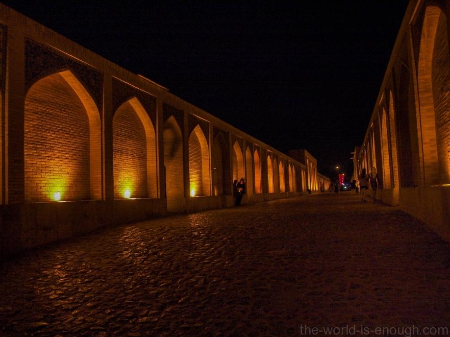 Исфахан, мост Хаджу ночью