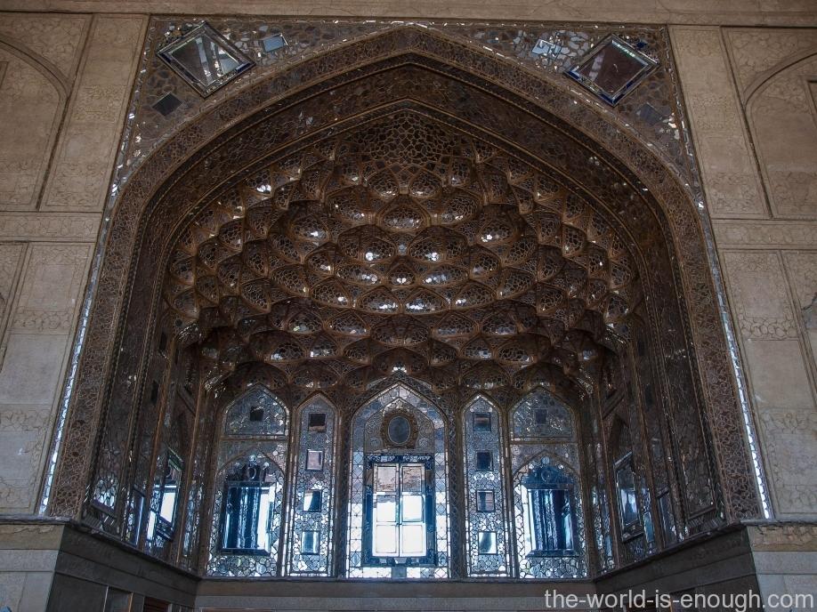 Зеркальный зал дворца Чехель Сотун, Исфахан, Иран