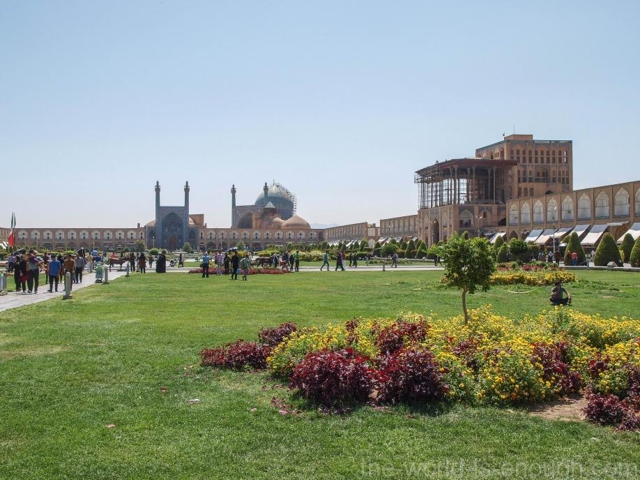 Площадь Нагше-Джахан, вид на мечеть Имама (Пятничную мечеть Аббаси) и дворец Али Гапу