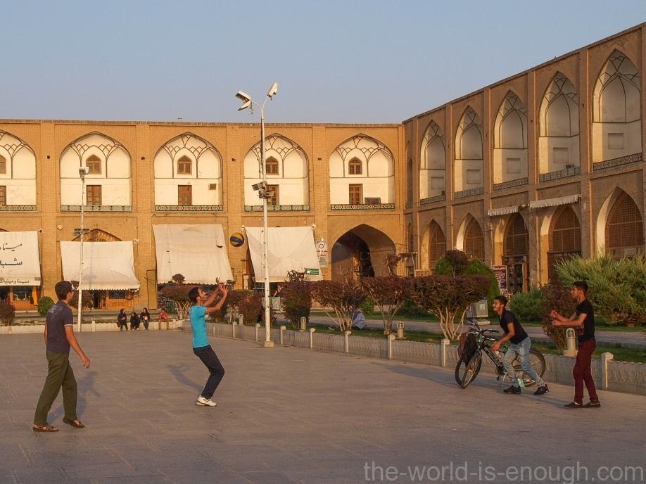на площади Имама