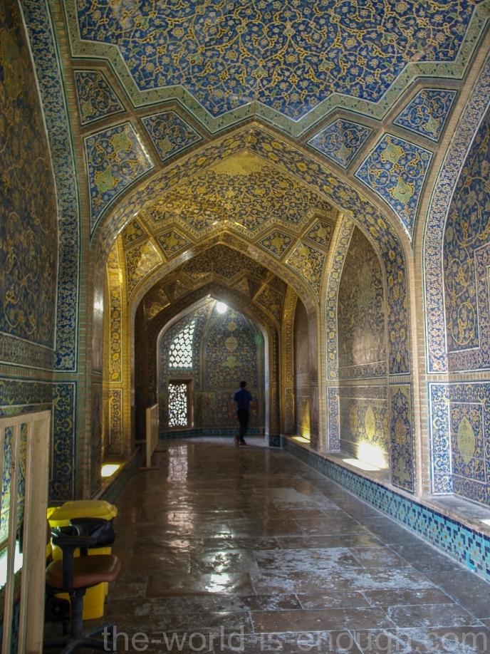 Коридор на входе в мечеть Шейха Лотфуллы