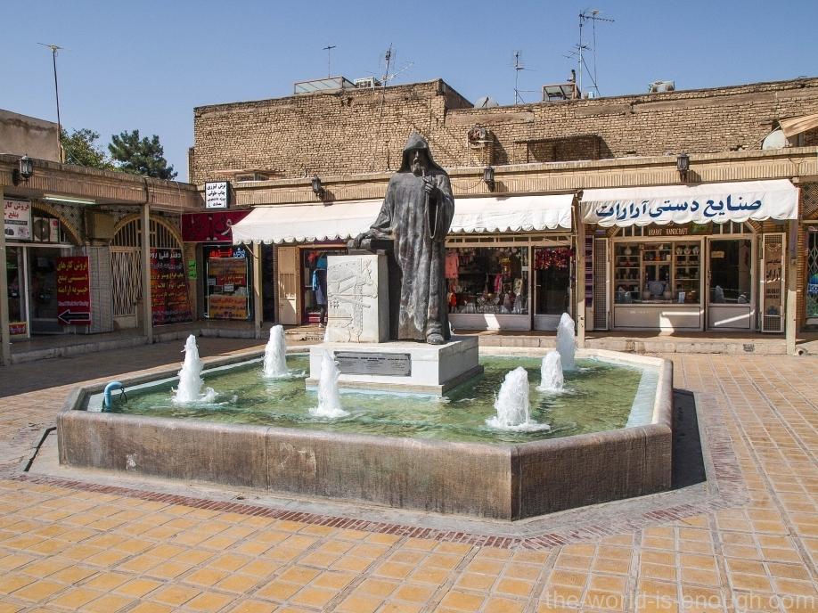 Памятник первопечатнику Хачатуру Кесараци, Новая Джульфа, Исфахан, Иран