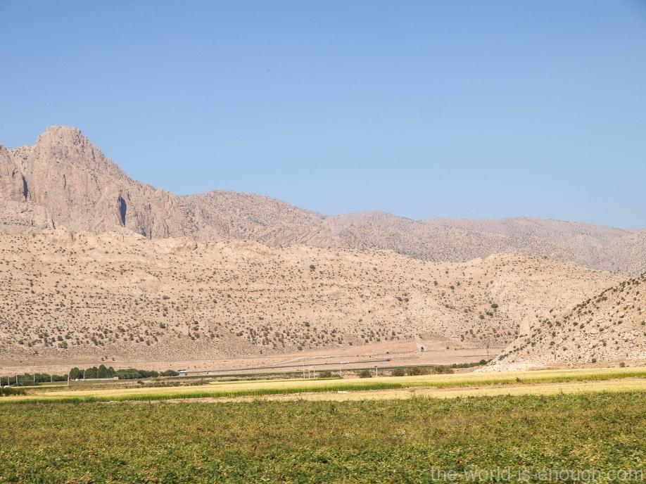 И снова горы на пути к Пасаргадам