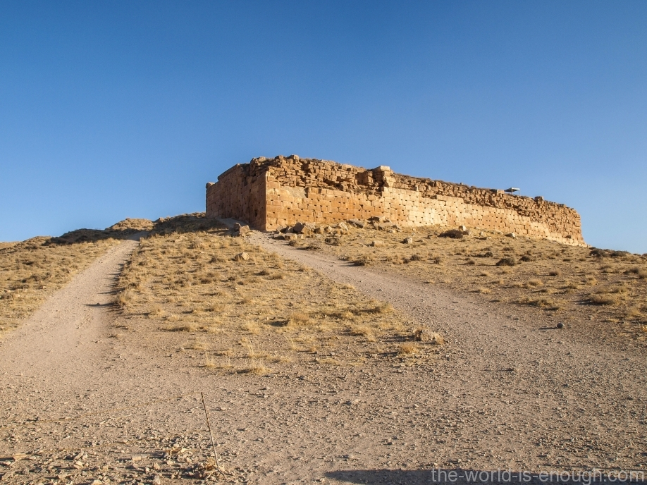 Крепость Толл-е Тахт, Пасаргады