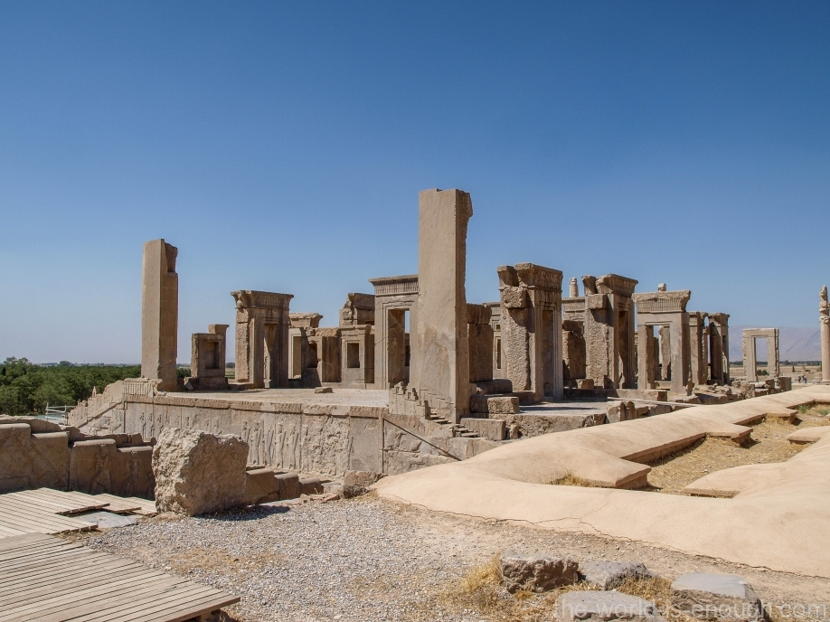 Персеполь, Вид на Дворец Дария (Тачару) из Дворца Ксеркса (Хадиш)