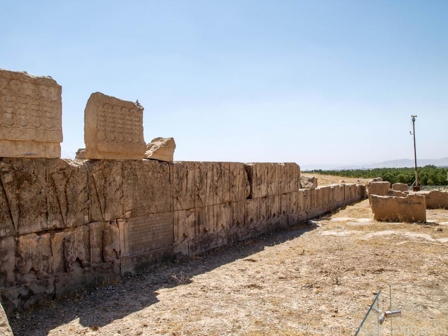 Персеполь, Разрушенная лестница Дворца Ксеркса
