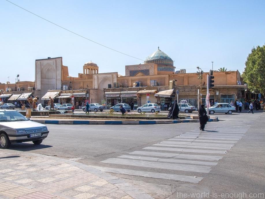 мечеть Амир Чакмак (виден ее купол)