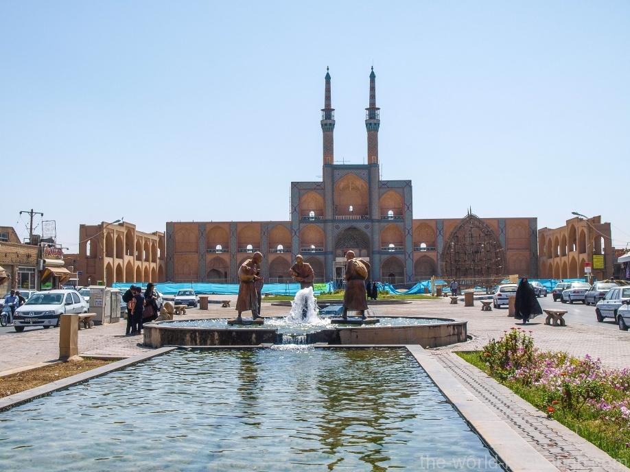 Амир Чакмак и памятник водоносам - наиболее полный вариант символа Йезда