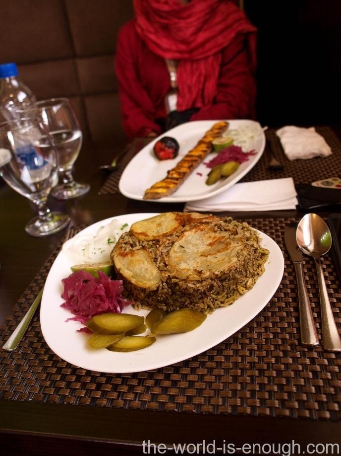 Тах-чин и кебаб, ресторан Цезарь, Йезд, Иран