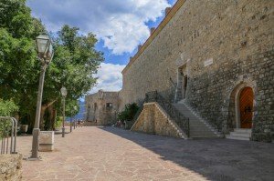 Budva (16) Citadel entrance