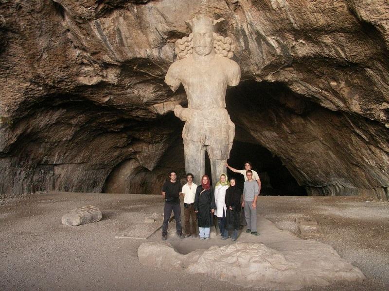 Статуя Шапура I
