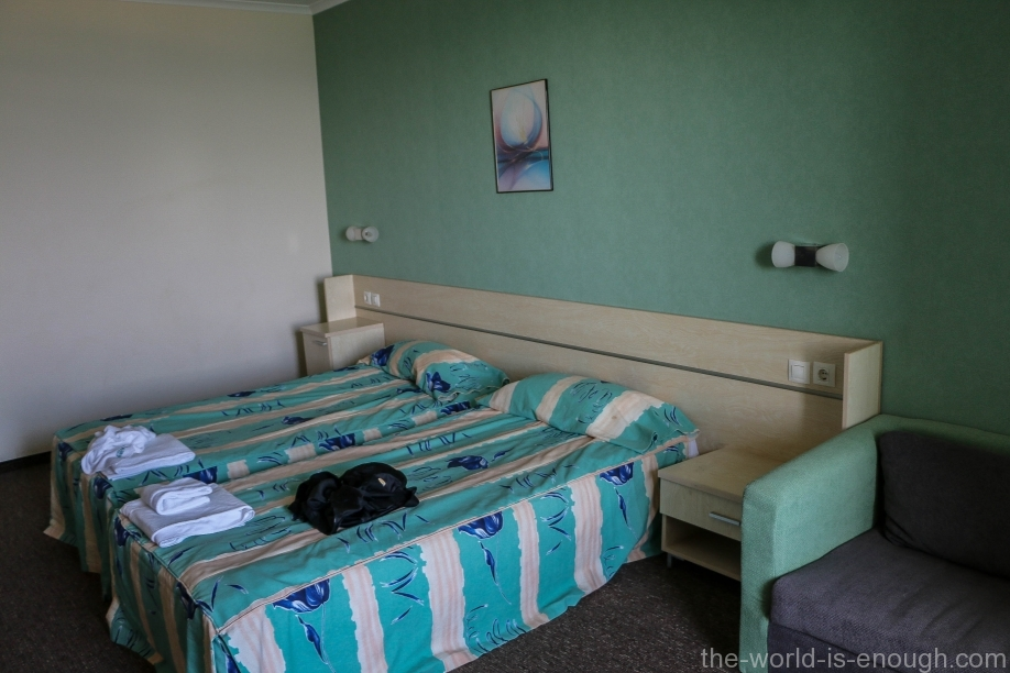 Кровать в номере 313 отеля Арсена, Несебр