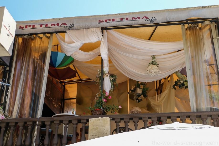 Терраса ресторанчика на бульваре Богориди, Бургас