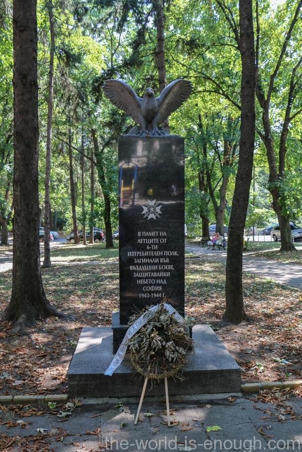 Памятник болгарским летчикам, погибшим при защите Софии