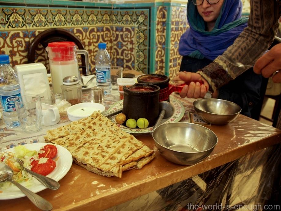 Дизи, традиционное иранское блюдо в Bastani Traditional Restaurant Иран, Исфахан