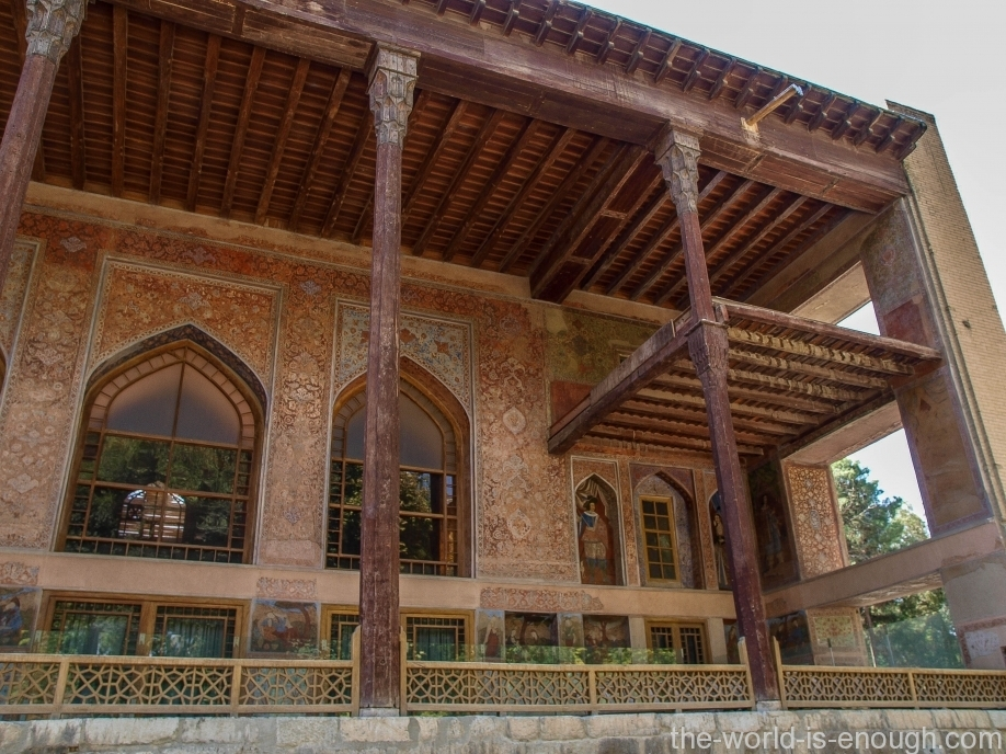 Терраса дворца Чехель Сотун, Исфахан, Иран