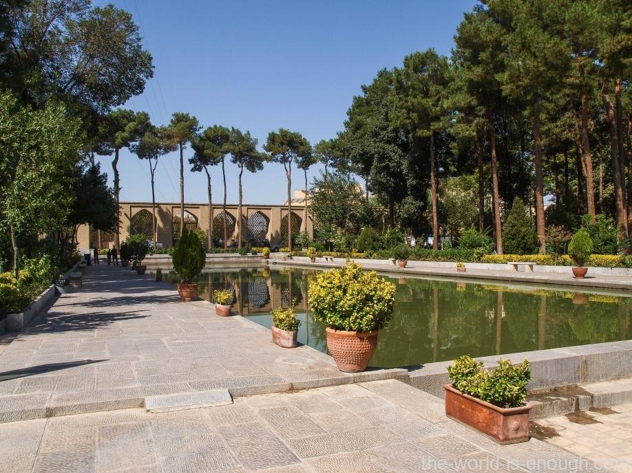 Парк у дворца Чехель Сотун, Исфахан, Иран