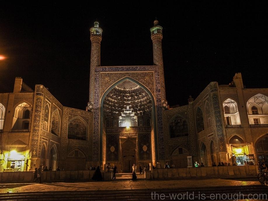 Ночная подсветка мечети Имама (Аббаси) на площади Имама (Нагше Джахан).