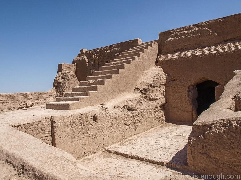 Выход на террасу крепости Нарин, Мейбод, Иран
