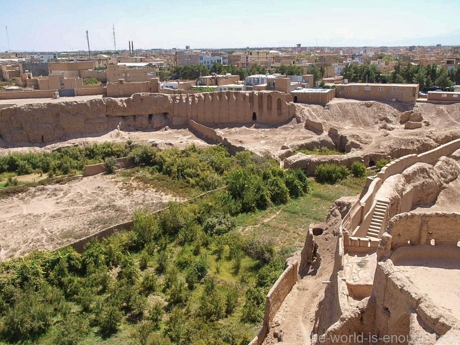 Вид с террасы крепости Нарин на Мейбод