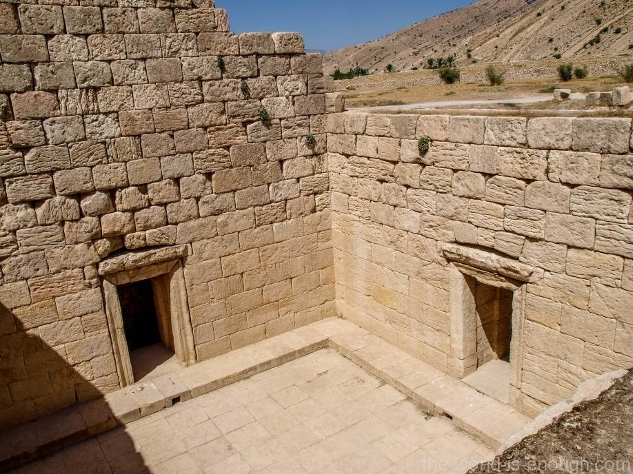 Храм Анахиты в Бишапуре, Иран