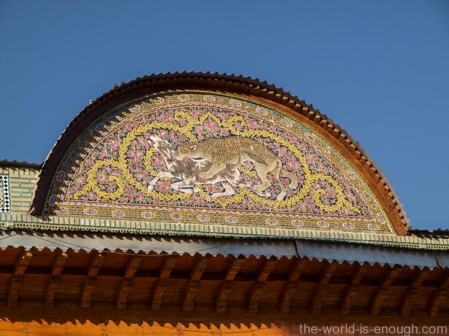 Украшение козырька над правым входом в дом Кавамов, Шираз