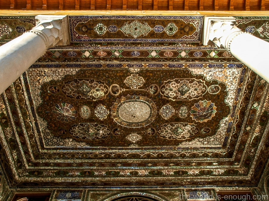 Потолок талара дома Кавамов, украшенный зеркальной мозаикой, Шираз