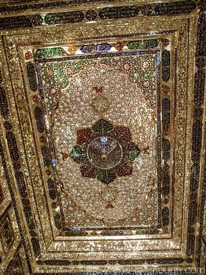 Элементы зеркальной мозаики потолка тронного зала дома Кавамов, Шираз