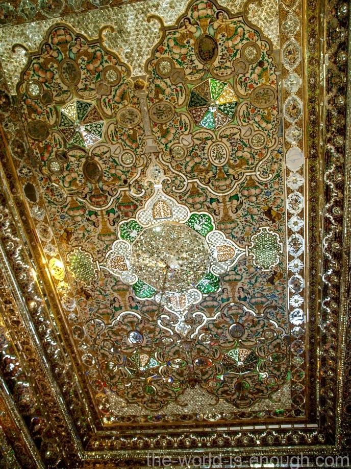 Потолок в зале приемов в Зинат оль-Мольк, Шираз