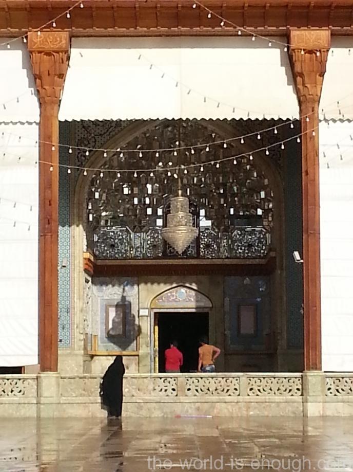 Главный вход в Шах-Шерах