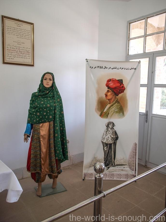 Традиционная одежда зороастрийской женщины