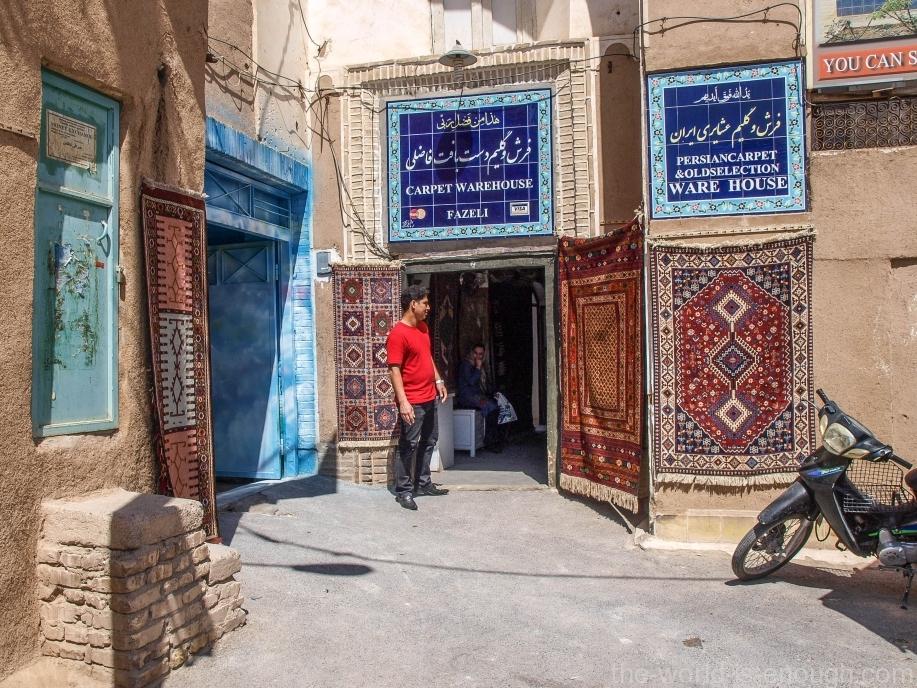 Вход в магазин ковров Фазели