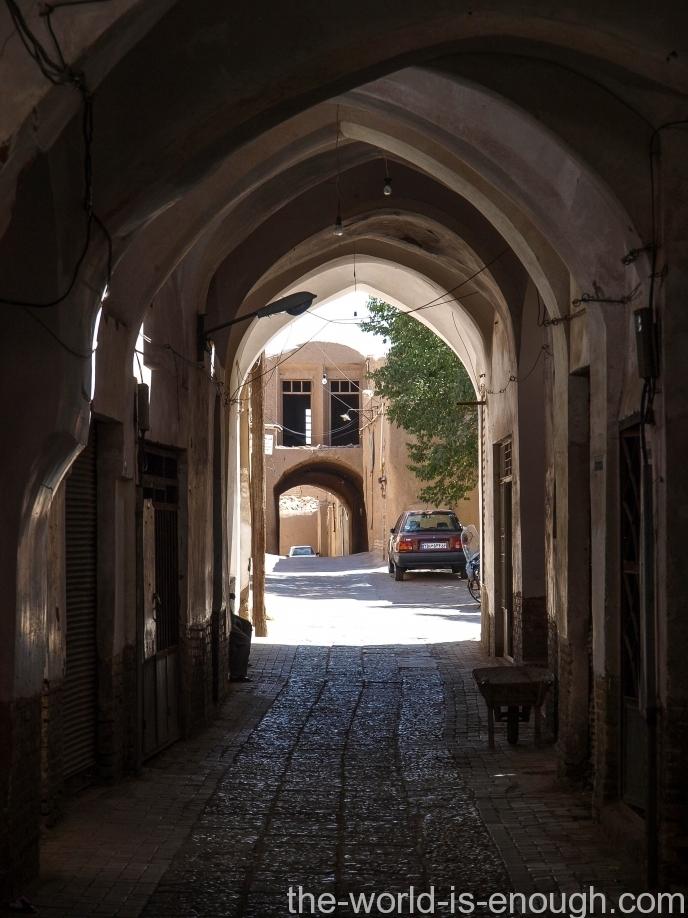 Тенистые арки двориков Йезда