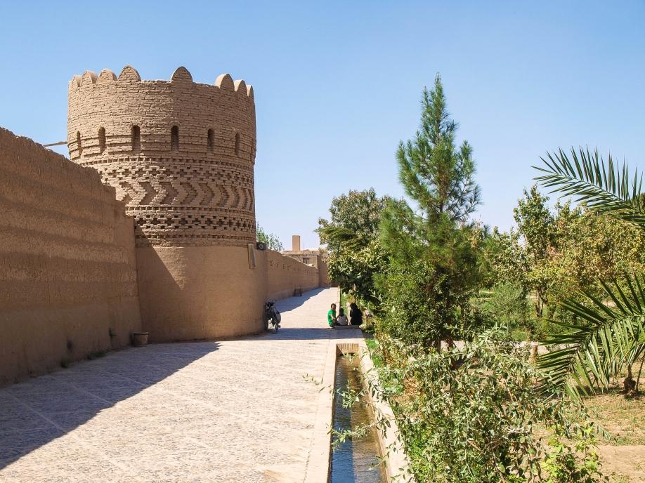Сад Доулат Абад, Йезд, под надежной защитой крепостных стен