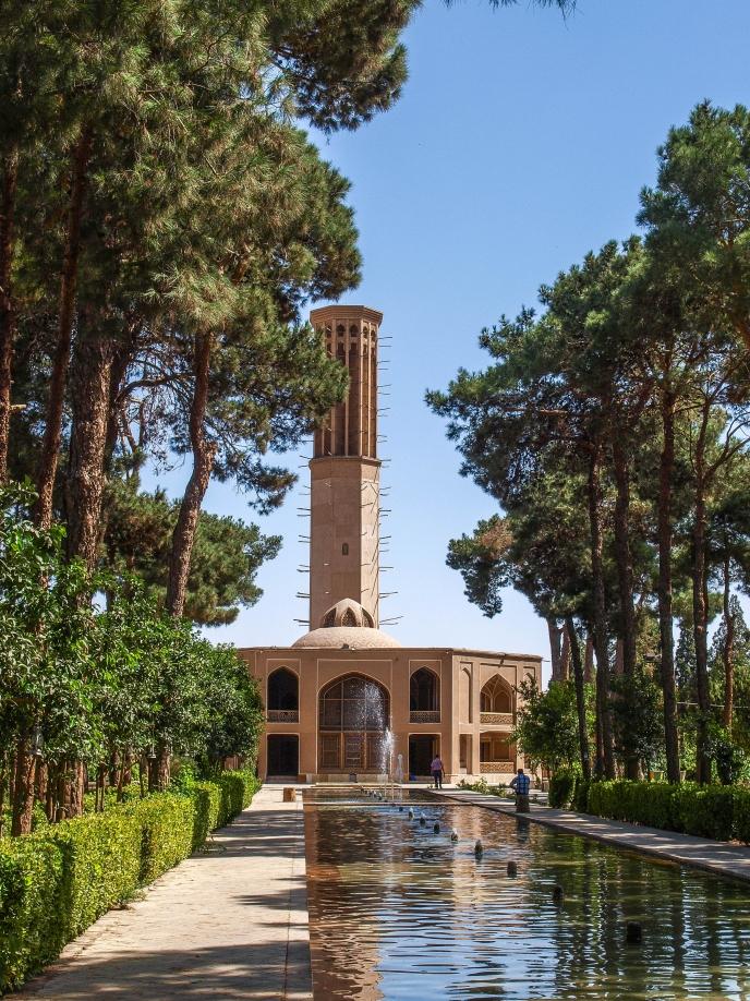 Аллея с фонтанами сада Даулат Абад