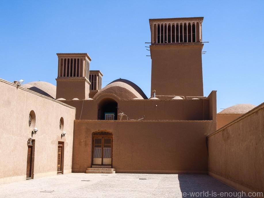 Бадгиры вспомогательных помещений сада Доулат Абад в Йезде