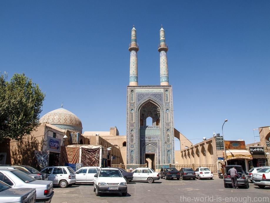 у входа в Пятничную мечеть Язда