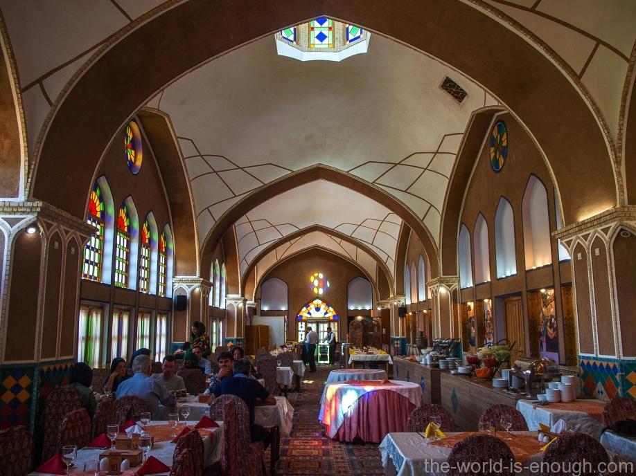 Зал ресторана Moshir al-Mamalek Garden Hotel
