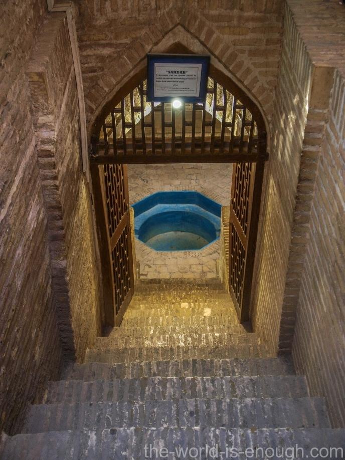 Вход в подвальную кладовую в Музее воды в Йезде